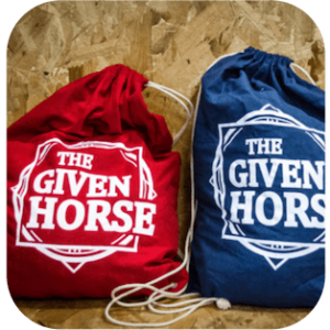 the-given-horse-tas-rood-blauw
